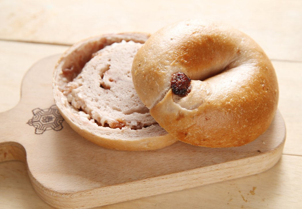 網友票選人氣貝果第3名「草莓甜乳酪貝果」。記者許正宏/攝影