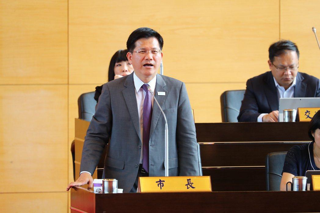台中市長林佳龍堅持國民黨議員刪掉社會局長青學苑及關懷據點預算。記者陳秋雲/攝影