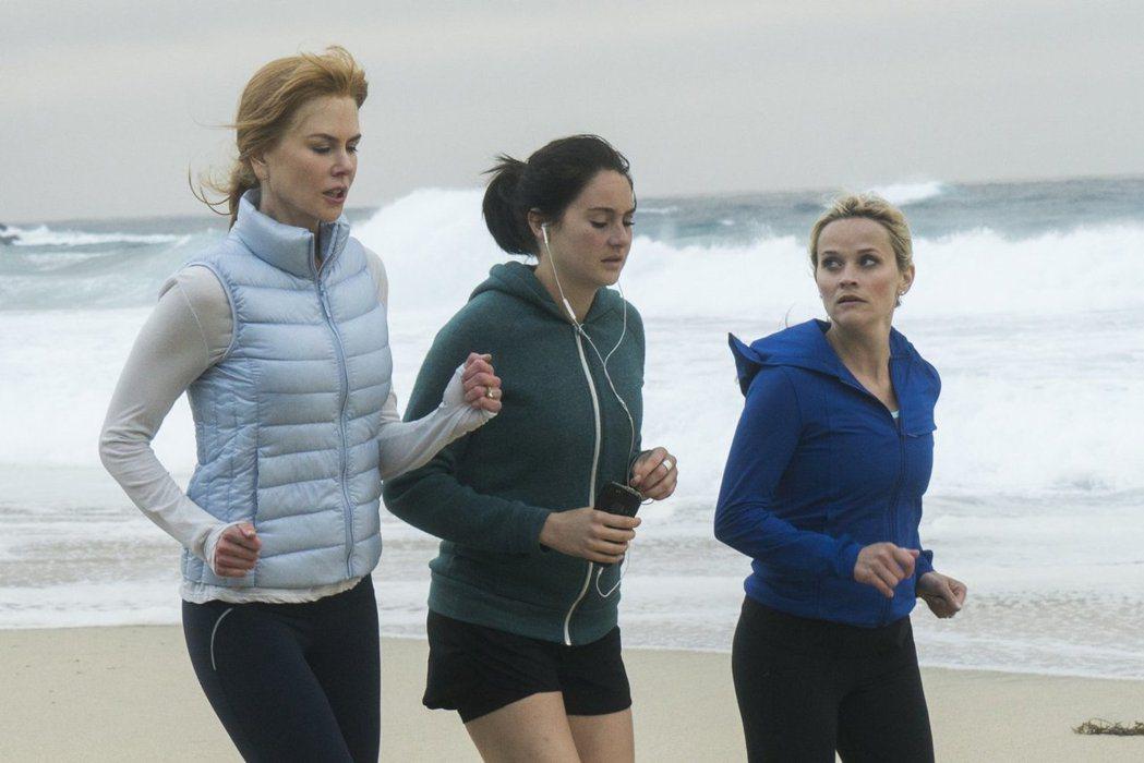 妮可基嫚(左起)、雪琳伍德莉、瑞絲薇絲朋主演的「美麗心計」被看好是本屆艾美獎的強