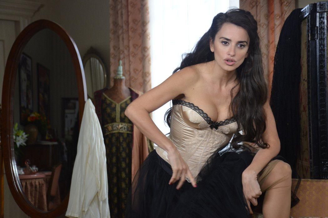潘妮洛普克魯茲的性感身段在「天后開麥拉」盡情展現。圖/威視提供