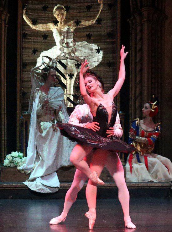 俄羅斯第一天鵝伊蓮娜.歌勒妮高娃與聖彼得堡芭蕾舞團,台北國家戲劇院演出柴可夫斯基...