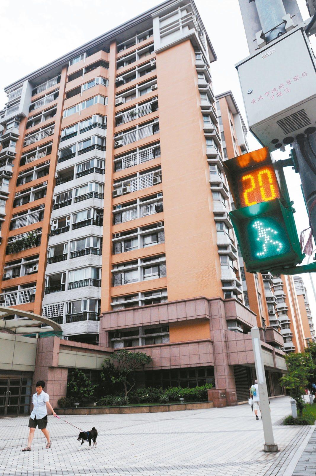 台北市政府力推調降單一且自住房屋稅率,從1.2%降至1%。 報系資料照片