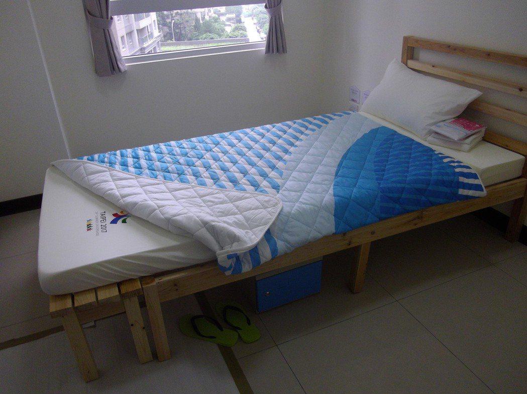 世大運選手村的床組可加長至190公分。 記者吳思萍/攝影