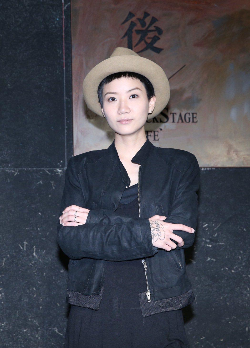 香港歌手盧凱彤 16日在台大體育館後台咖啡舉行mini live in Taip...