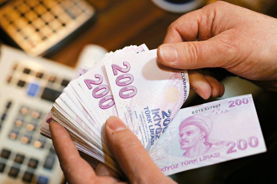 正重獲海外資金青睞的新興市場,正在掀起第四波資金流入潮。不過,專家警告,從近期發...