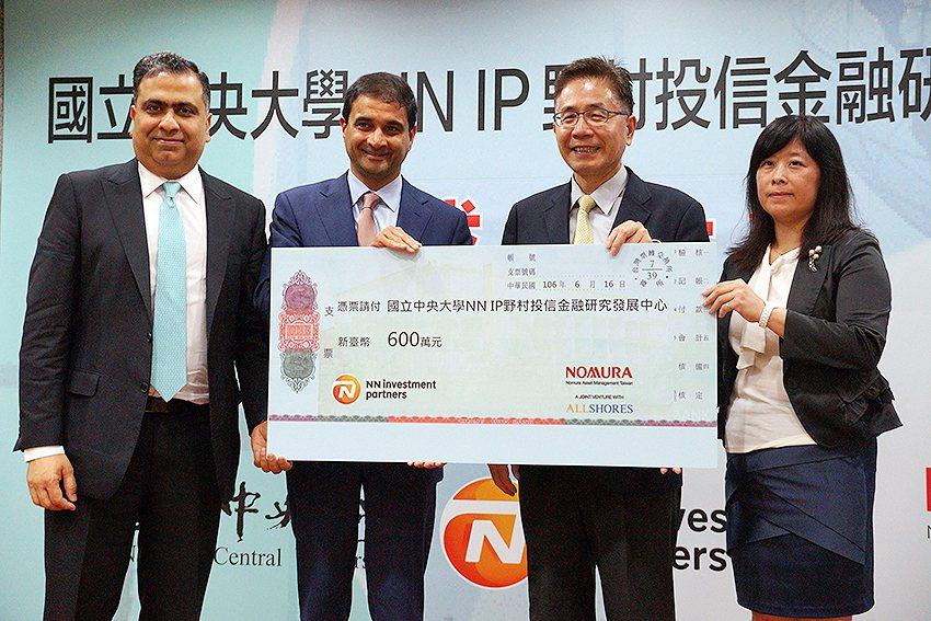 NN投資夥伴於今年起,持續三年,每年捐贈新台幣200萬元予中央大學,資助發展中心...