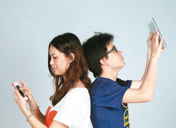 中華電信與台灣大哥大搶攻暑期商機,推出海外漫遊優惠。