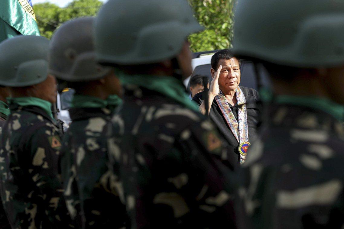 上周末在菲南勞軍,是杜特蒂最後的官方行程。 圖/歐新社