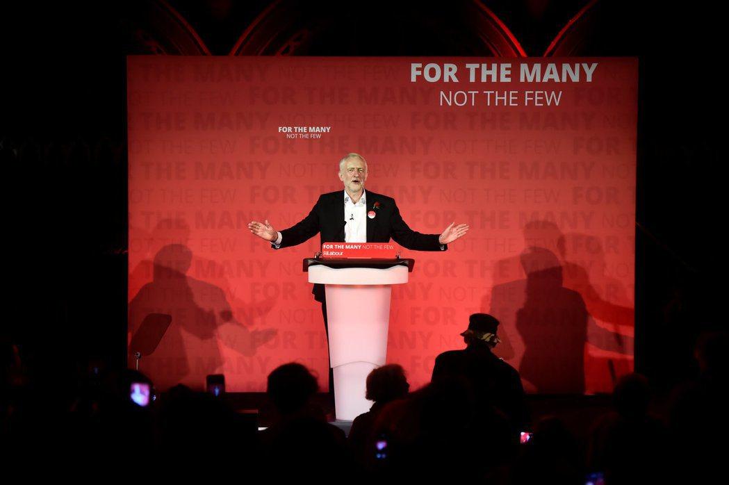 由於工黨處於「不脫歐—維持UK」的象限中,在對抗保守黨的大目標下,能夠同時與SN...