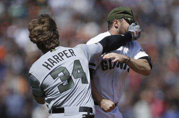 法律野球風雲:球場上被砸,球員能不能提告?