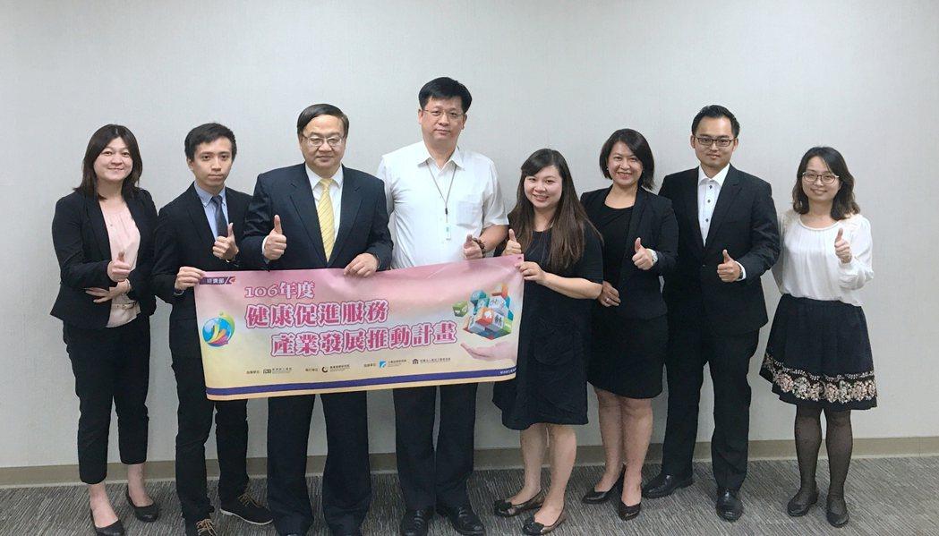 商研院CDRI副院長王建彬(左三)出席活動。 蔡穎青/攝影。