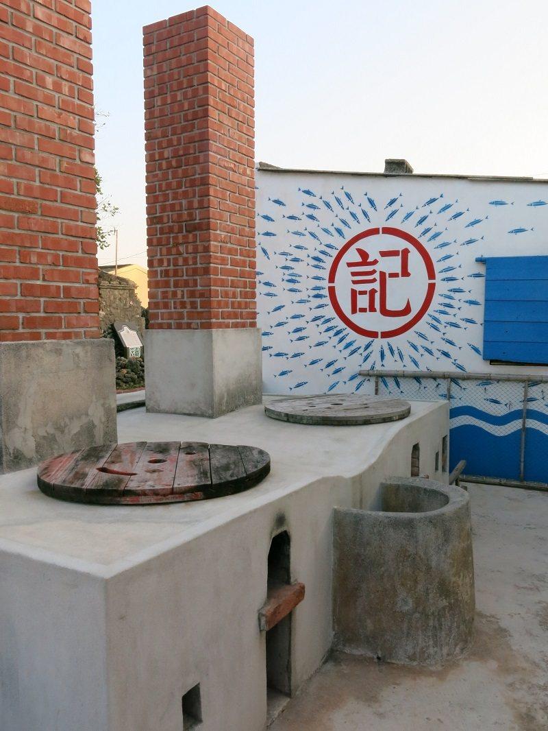 「魚灶」是過去澎湖漁村蒸煮漁貨加工的場域。