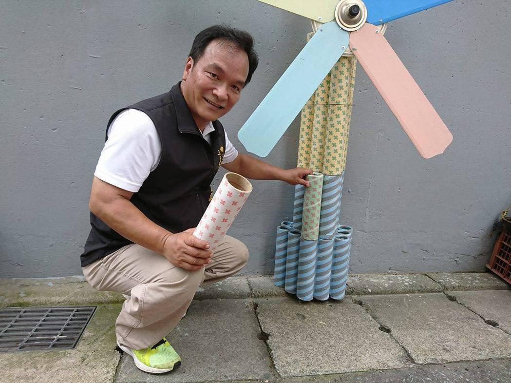 新莊區民有里長賴正源號召里民和志工利用資源回收物裝飾牆面,讓原本平淡的牆面化身文...