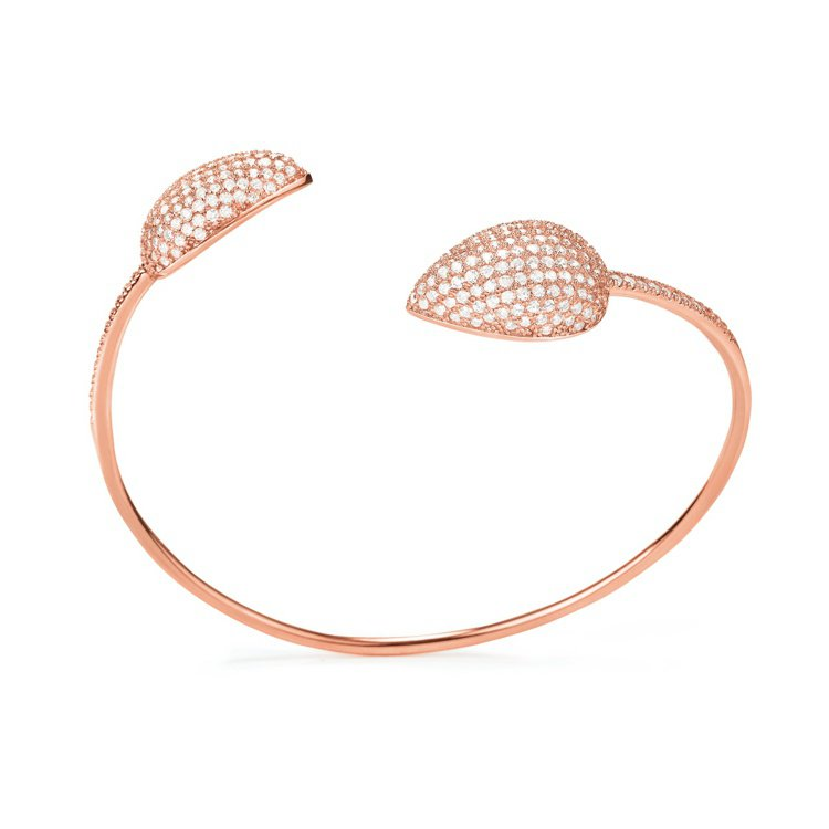 FASHIONABLY SILVER ESSENTIALS系列手環,5,990元...