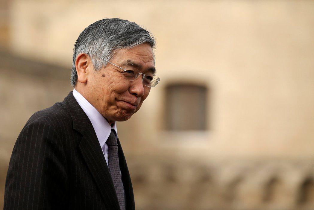 日銀發表決策聲明維持政策利率不變,使總裁黑田東彥的記者會備受關注。(路透)