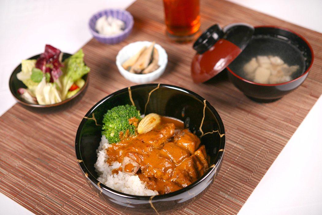 咖哩豬定食。圖由新竹國賓提供