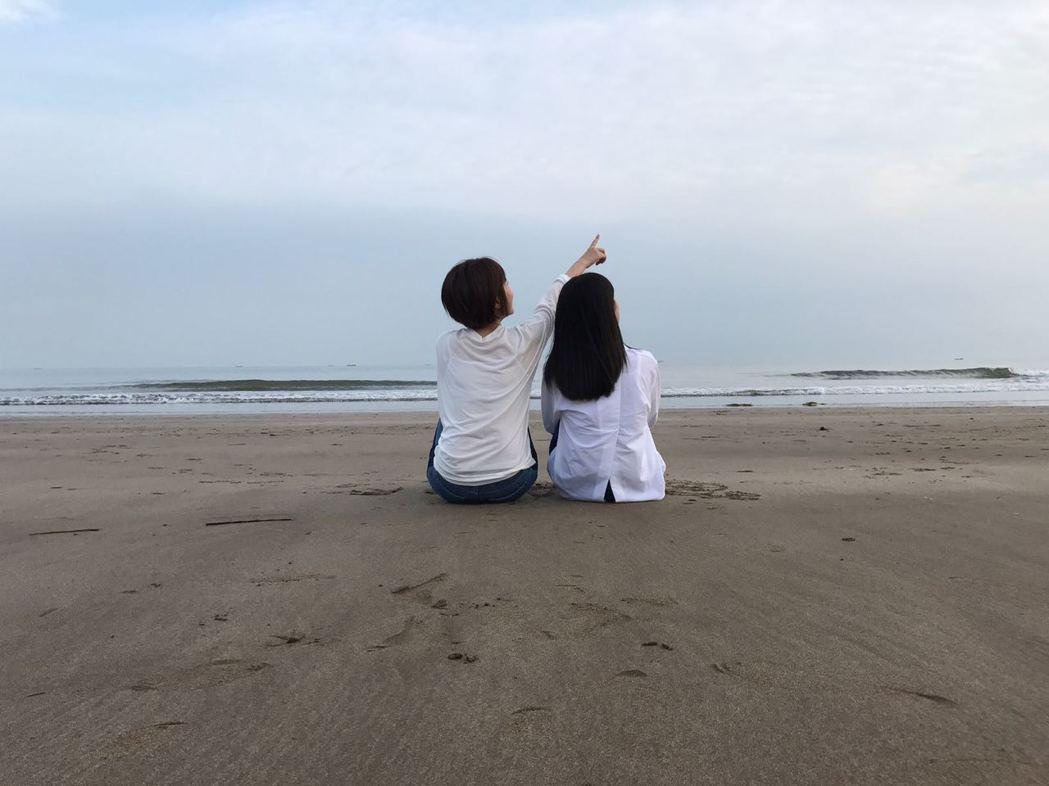 原子邦妮最新創作「年少的憂愁」MV,找來美聲團體晨悠跨刀。圖/滾石提供