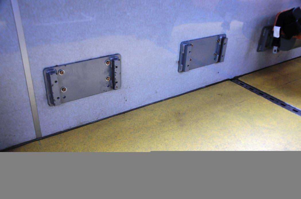 基隆市公車處低地板公車用來固定椅子的基座,成為傷人凶器,公車處已勒令全部拆除。記...