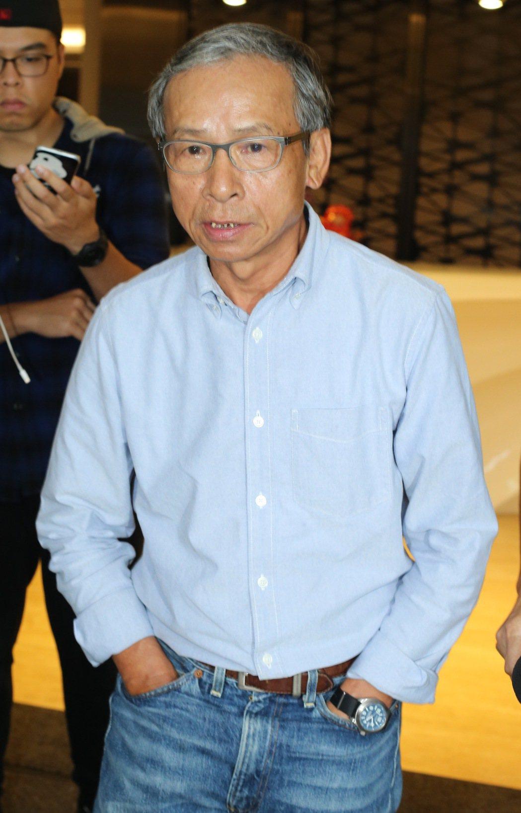 看見台灣記錄片導演齊柏林舉辦頭七法會,前來悼念的導演吳念真(圖)哽咽表示:我年紀