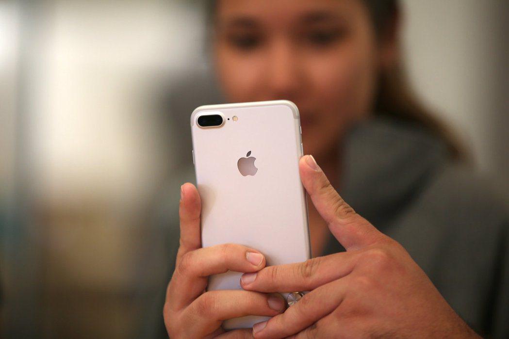 華爾街普遍預測,蘋果第2季業績將優於去年同期。圖/路透