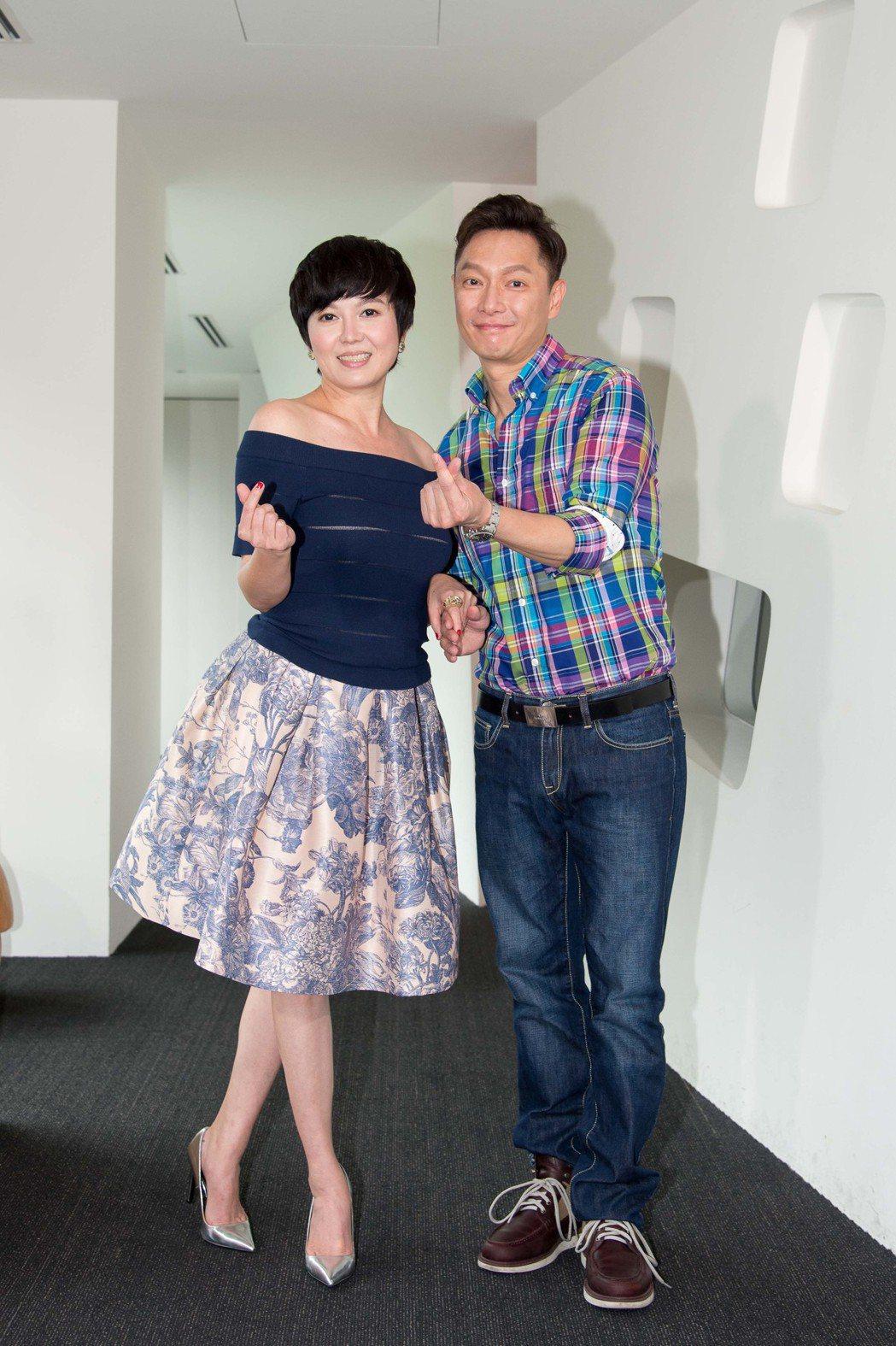 苗可麗(左)與謝祖武合作新戲。圖/三立提供