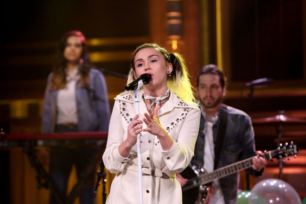 麥莉對新歌很重視,希望以最清醒的狀態跑宣傳。圖/摘自NBC