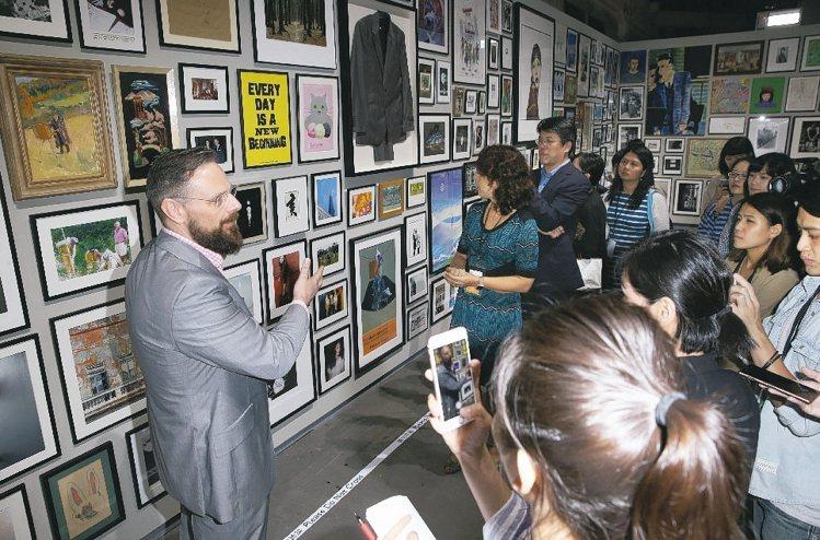 PAUL SMITH世界巡迴特展開幕記者會後,展場設計師 Richard Gre...