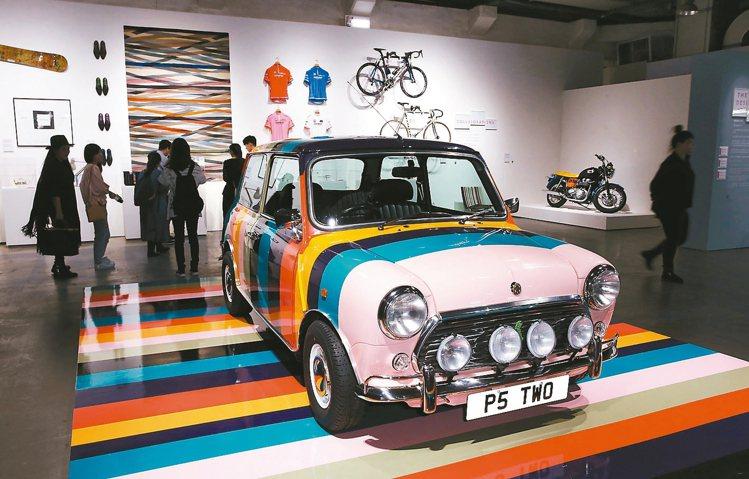 PAUL SMITH世界巡迴特展,展出各種聯名品牌。 圖/記者林俊良攝影