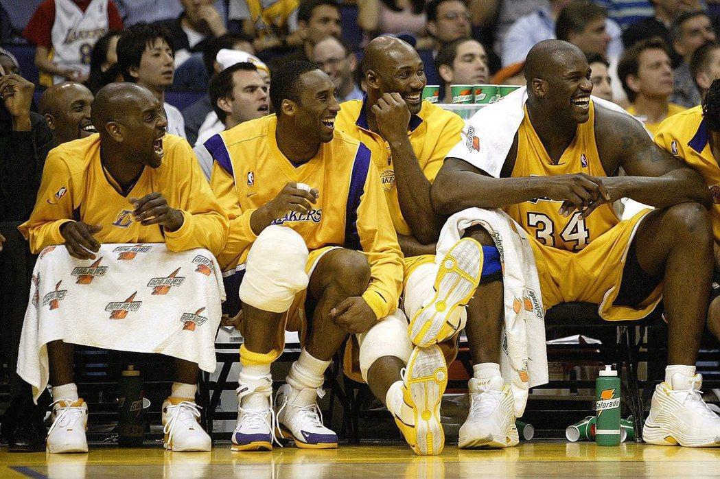 詹姆斯認為湖人2003年由裴頓、布萊恩、馬龍與歐尼爾(由左至右)才是超級球隊始祖...