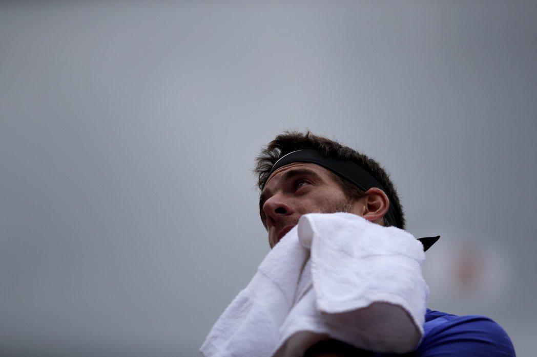 阿根廷網球名將迪爾波卓可能因傷無法打溫布頓。 美聯社