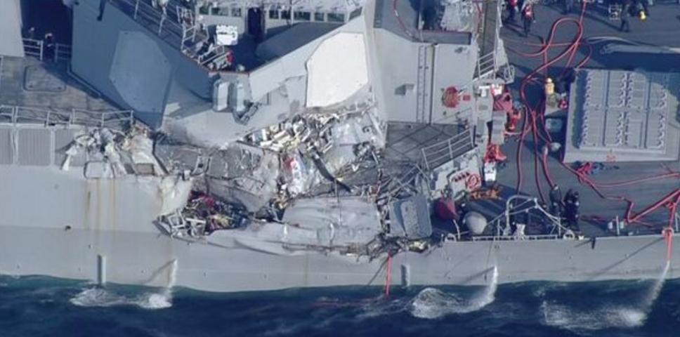 美軍「費茲傑羅號」驅逐艦在橫須賀西南56海里海面上與1艘商船相撞。圖擷自NHK新...