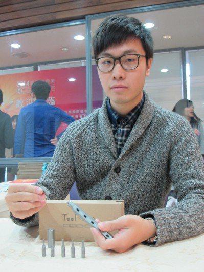滿腦子創意點子的台科大學生閩浩翔結合「彩虹筆」填充筆芯概念,隨心所欲替換螺絲起子...