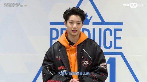韓國選秀節目「PRODUCE 101」男生版16日播出總決賽,最終入圍前20強的男孩們分成兩組廝殺,各自爭搶群舞的Center位置。除了入場觀賽的粉絲,台下觀眾包括評審團、落選的「101」練習生,以...