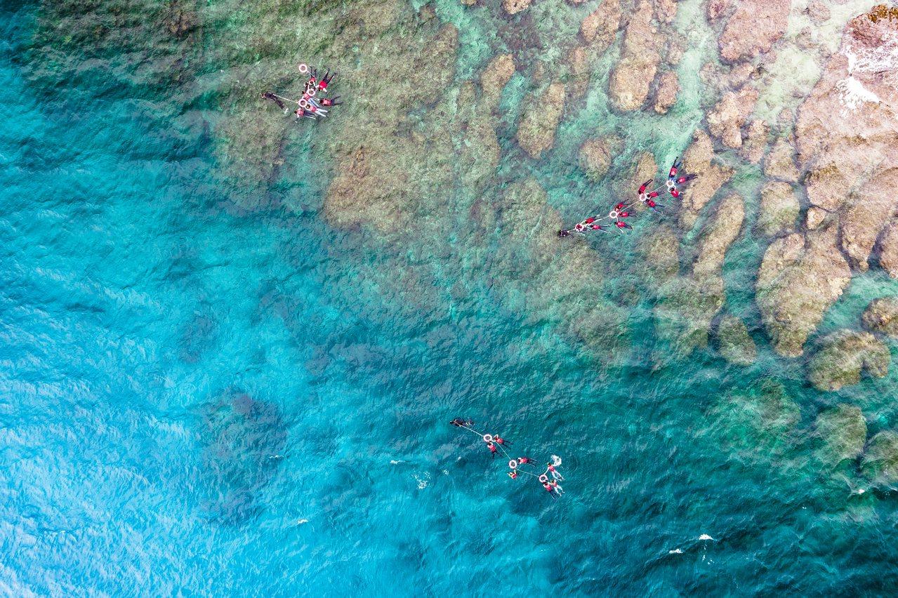 小琉球的清澈海水也散發著屏東的顏色。郭建宏攝影/屏東縣政府提供