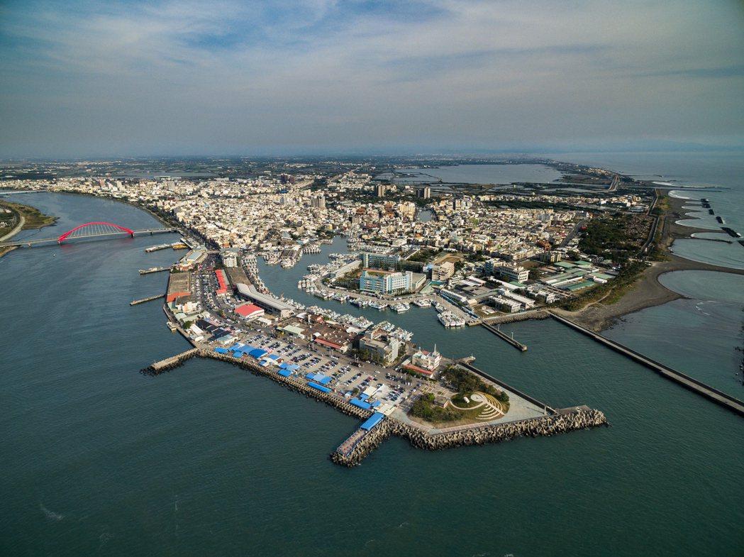 東港漁港有著豐富人文與大自然交織之美。郭建宏攝影/屏東縣政府提供