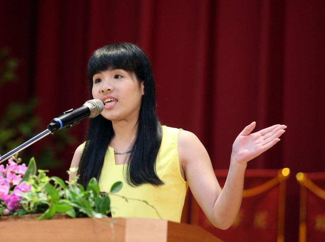 台師大上午舉行畢業典禮,邀請校友林藝演講「拚命,是為了做自己」。記者曾吉松/攝影