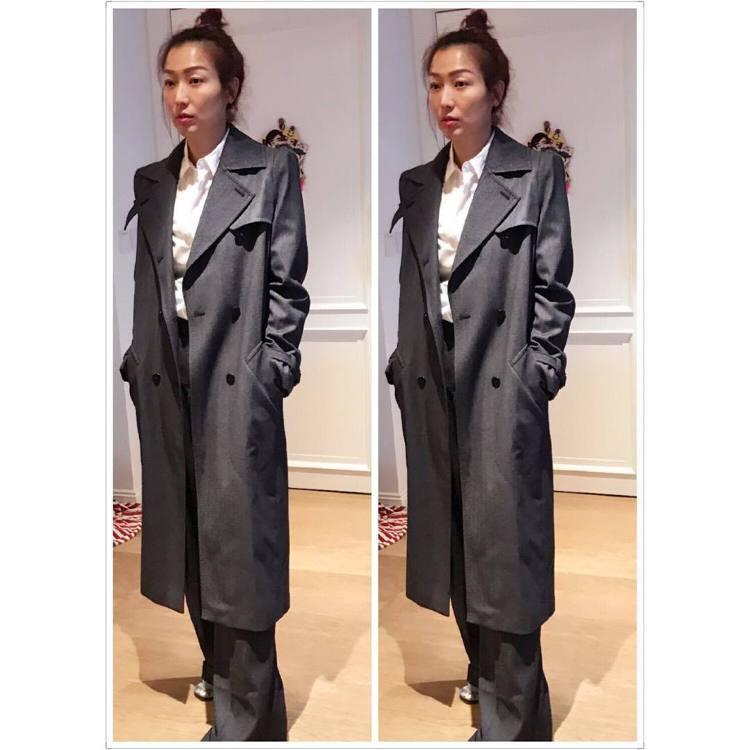 鄭秀文於IG放上另一張Max Mara大衣穿搭照,表示剪裁很好可以穿很多年。圖/...