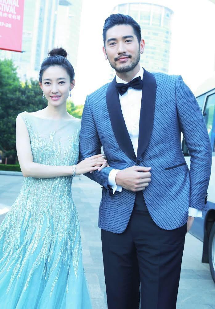 高以翔與大陸女星王麗坤合作「情遇曼哈頓」,2人攜手出席上海電影節。圖/傑星提供