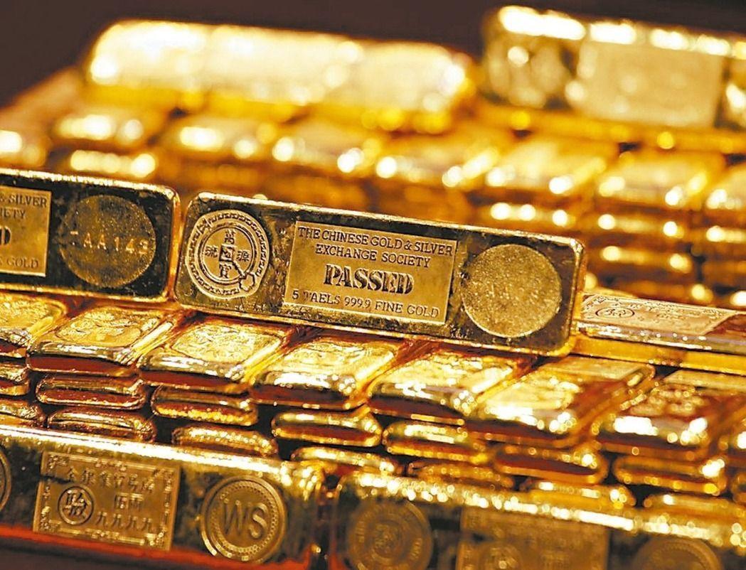 自6月28日起,民眾攜帶總額達1萬美金以上之黃金通關,均需向海關申報。圖/路透社