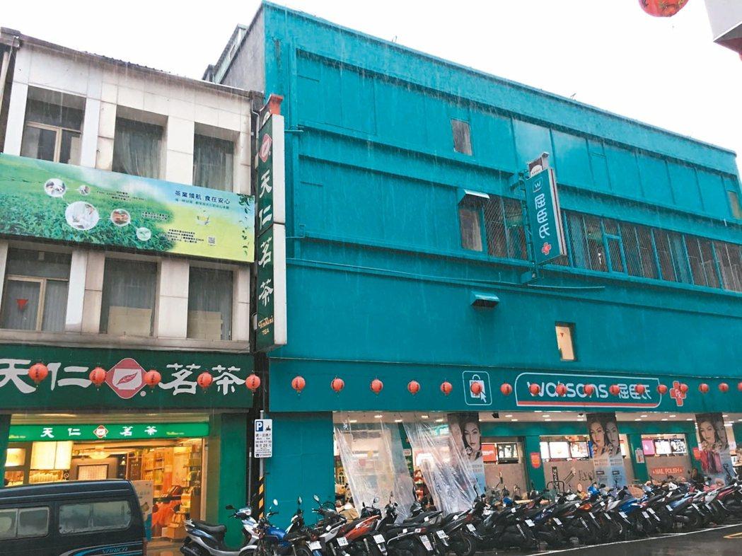 近期傳出高價交易的重慶南路、武昌街口雙店面。 記者郭及天/攝影