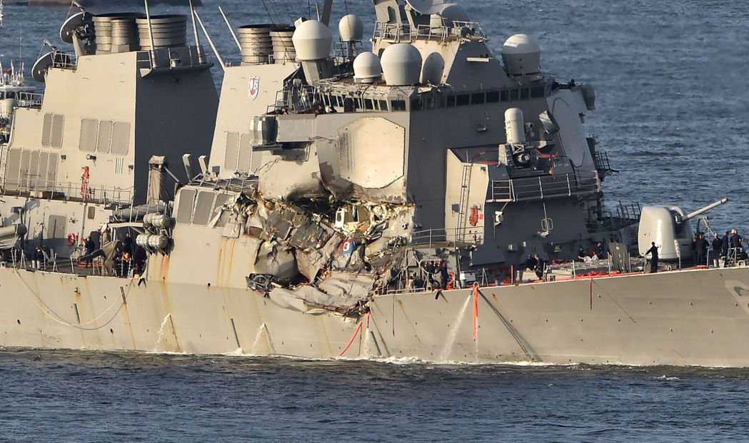 空中俯看「費茲傑羅號」受損十分嚴重。(路透)