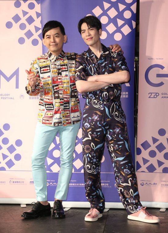 蕭敬騰(右)與黃子佼(左)參加金曲講堂分享創作歷程。本報資料照