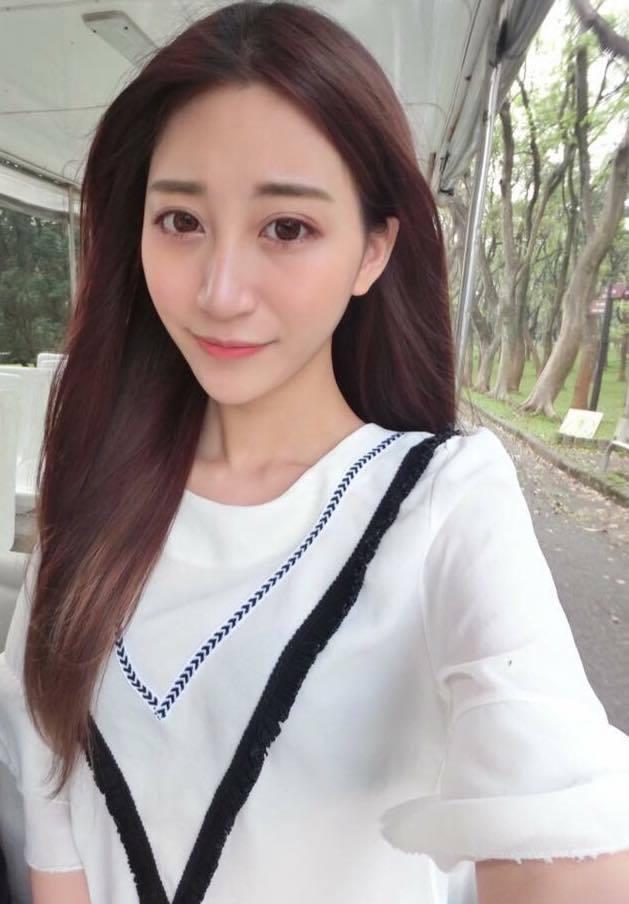 女模命案爆發至今3個月,梁思惠獲釋重新出發當直播主播淚喊冤,遭女模姊姊反批欺騙。...