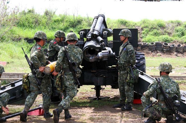國軍現役的155榴彈砲部署太平島。報系資料照