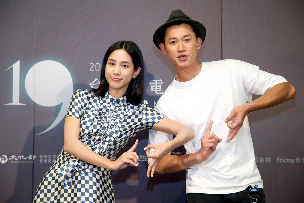 台北電影節電影大使吳慷仁(右)、溫貞菱(左)出席電影節星光對談活動。記者屠惠剛/