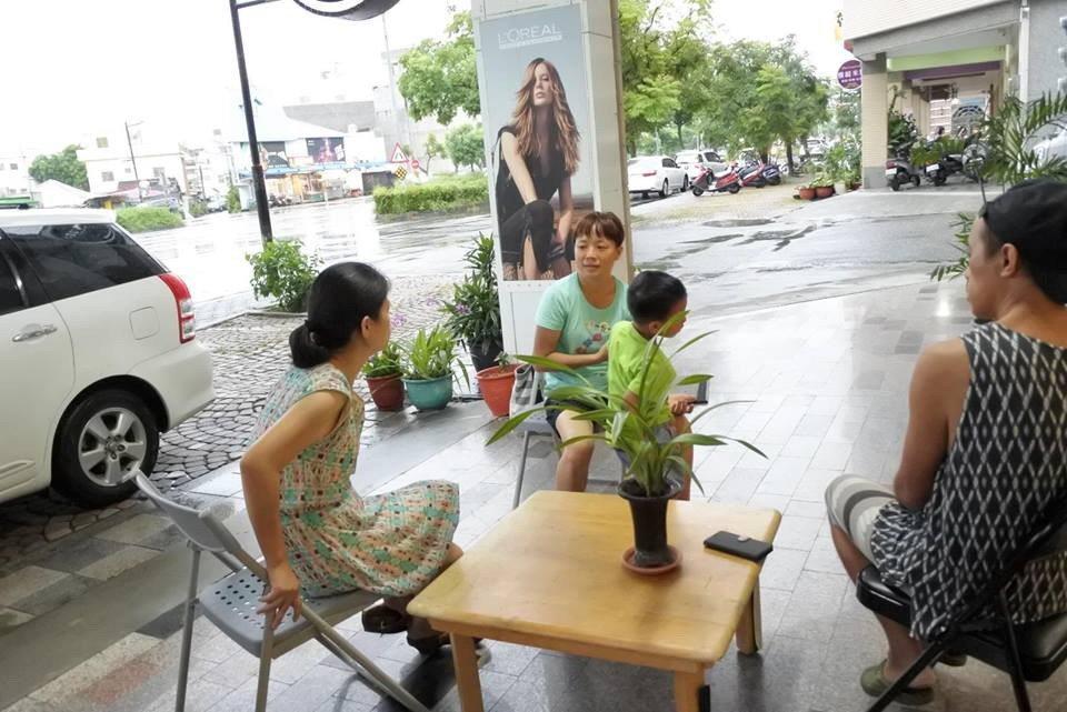 台灣公益社會實踐協會人員「好事日常」義賣平台及空間,從室內到戶外,希望給予民眾舒...