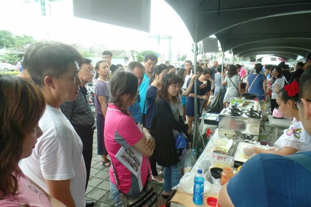 屏東多元文化市集今天下午在孫立人行館前登場。圖/縣府社會處提供