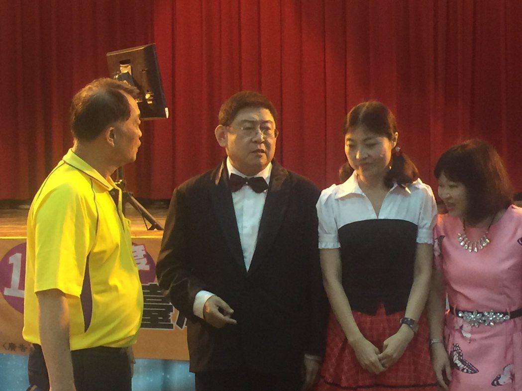 吳建民(左二)與李岱霖(左三)獲男女對唱組第1名。記者吳政修/攝影