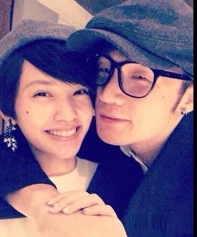 楊丞琳(左)與李榮浩因貼臉照爆出戀情。圖/摘自微博