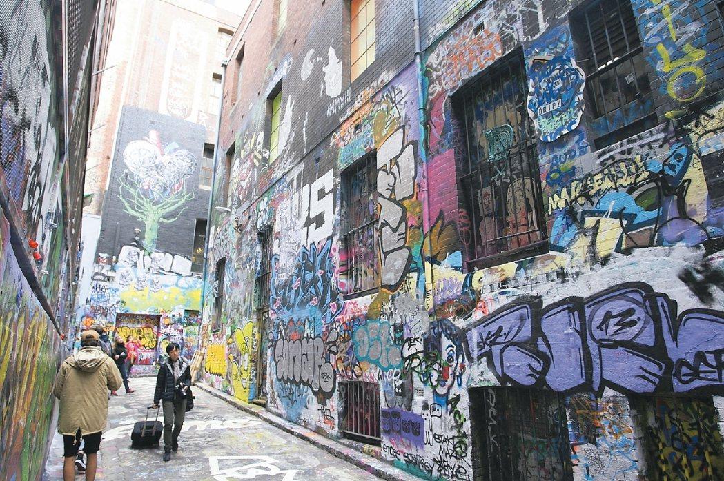 墨爾本街頭常可看見風格各異的彩繪塗鴉,甚至還有專門的塗鴉街。 記者陳睿中/攝影